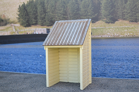 BM004 16mm Weighing Shed Assembled & Painted