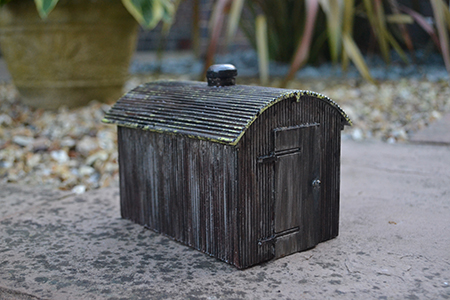 BM017 16mm Corrugated Tin Hut Assembled & Painted