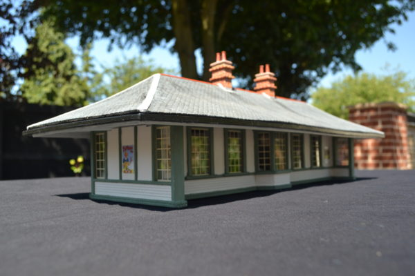 Gauge 1 West Highland Waiting Shelter – Assembled & Painted