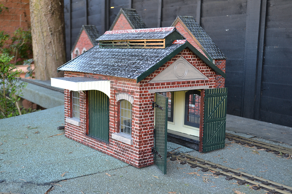 BM001 16mm Goods Shed Assembled & Painted