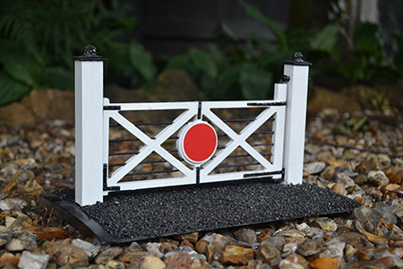 BM010 16mm Crossing Gate Flat Pack Only